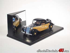 Scale model of Citroen Traction Avant 11A Faux Cabriolet (1934) produced by Universal Hobbies.