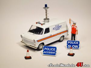 Масштабная модель автомобиля Ford Transit Van MkI - Nottinghamshire Police Accident Set (1973) фирмы Vanguards.