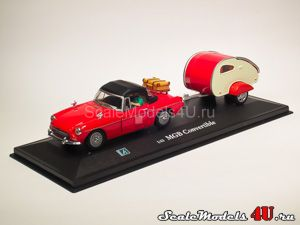 Масштабная модель автомобиля MGB Convertible Soft Top Red Trailer with figures фирмы Hongwell/Cararama.